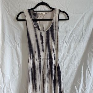 Maxi dress with key hole openings in back